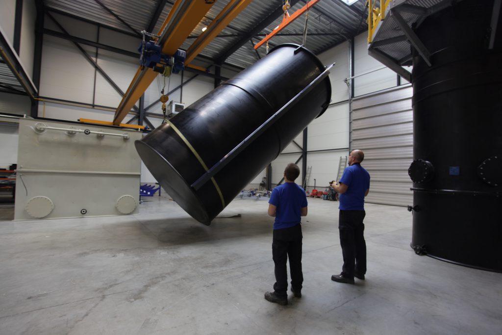 Handhabung von HDPE-Tanks
