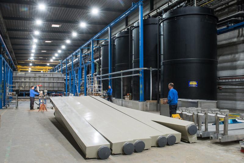Tanks, leidingen en ventilatie voor een anodisatielijn