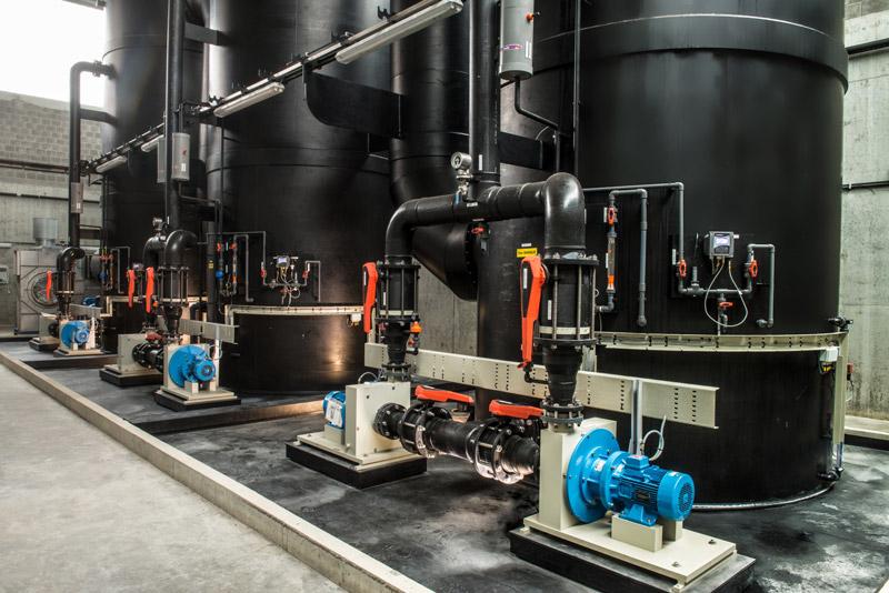 plastic pijpwerk bouwterrein, Kunststoff baustelle Mertens plastique, rohrbau baustelle, on site tanks maintenance and manufacture